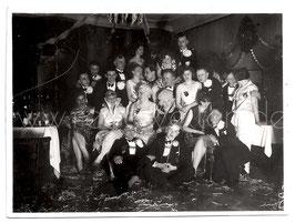 Alte Fotografie Gruppenbild FASCHING verkleidete Studenten feiern Karneval, 1920 Jahre