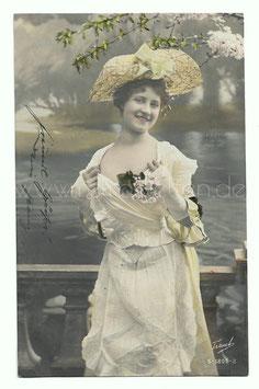 Alte Fotografie Postkarte  SCHÖNE FRAU MIT STROHHUT UND BLUMEN AM DÉCOLLETÉ