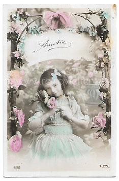Alte Fotografie Postkarte AMITIÉ Kleines Mädchen mit Rosen