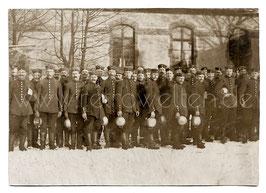 Alte Feldpost-Postkarte LOCKSTEDTER LAGER Soldaten in der Schlange zur Essensausgabe, 1915
