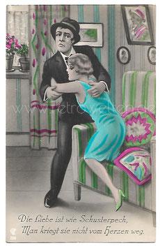 Alte Künstler Postkarte DIE LIEBE IST WIE SCHUSTERPECH... Frau umarmt ihren Mann, 1920er Jahre