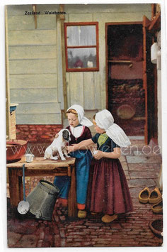 Alte Fotografie Postkarte WACHEREN   kleine Mädchen in niederländischer Tracht, 1918