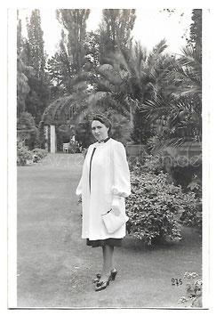 Alte Fotografie Postkarte ELEGANTE DAME IM PALMENGARTEN VON BAD PYRMONT Mode 1940er Jahre