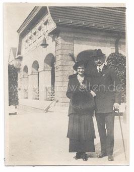 Alte Fotografie BAD NAUHEIM Elegantes Paar auf dem Sprudelhof, um 1918