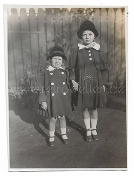 Alte Fotografie 2 KLEINE SCHWESTERN IN SONNTAGSKLEIDUNG 1930er Jahre