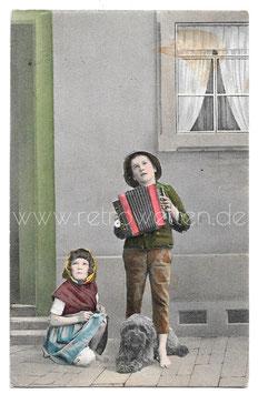 Alte Foto Postkarte KLEINER JUNGE MIT AKKORDEON 1908
