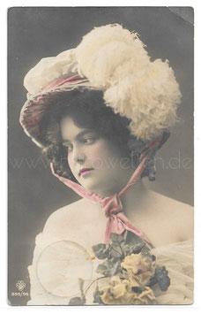 Alte Fotografie Postkarte  ELEGANTE JUNGE FRAU MIT FEDERHUT UND ROSEN