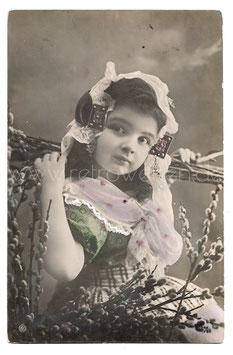 Alte Fotografie Postkarte  SCHÖNES MÄDCHEN IN TÜRKISCHER TRACHT MIT WEIDENKÄTZCHEN, 1911