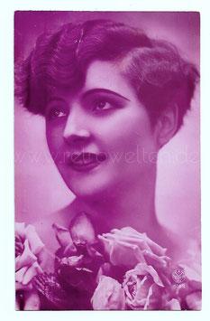 Alte Fotografie Postkarte  SCHÖNE FRAU AUS DEN 20er JAHREN MIT ROSEN