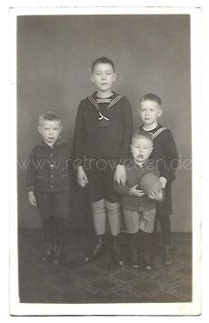 Alte Fotografie Postkarte VIER BRÜDER um 1920