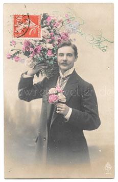 Alte Fotografie Postkarte BONNE FÊTE  eleganter Mann mit großem Blumenstrauß und Rosen
