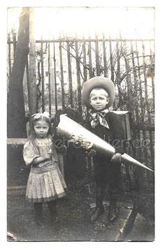 Alte Fotografie Postkarte SCHLOTTAU Junge mit großer Schultüte und seiner kleinen Schwester, 1911