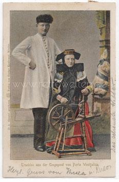Alte Fotografie Postkarte TRACHTEN AUS DER UMGEBUNG DER PORTA WESTFALICA, Ehepaar in Tracht, Frau am Spinnrad