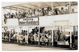 Alte Fotografie Postkarte PERSONEN BEI DER GROSSEN HAFENRUNDFAHRT IN HAMBURG