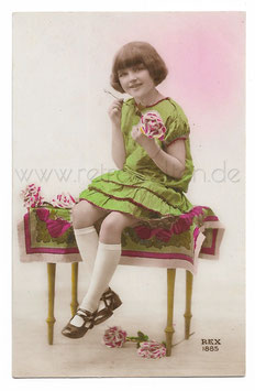 Alte Fotografie Postkarte  HÜBSCHES MÄDCHEN MIT ROSE, 1929