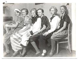 Alte Fotografie FASCHING sechs verkleidete Freundinnen feiern Karneval, 1920 Jahre