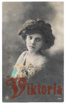 Alte Fotografie Postkarte  VIKTORIA  EIN ERNSTES HÜBSCHES MÄDCHEN, 1916