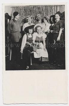 Alte Fotografie Postkarte FASCHING fröhliche Personen mit Karnevalskostümen,  1950er Jahre