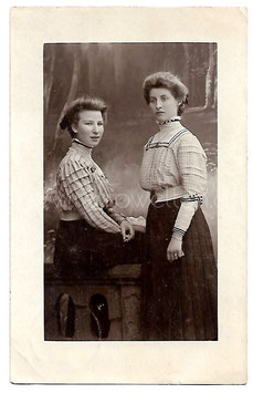 Alte Fotografie Postkarte ZWEI SCHWESTERN, 1903