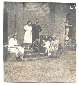 Alte Foto Postkarte LAGO DI COMO - CERNOBBIO Im Garten der Villa Pizz0, 1922
