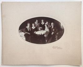 Alte Passepartout-Fotografie PORTRAIT EINER HAMBURGER FAMILIE um 1920