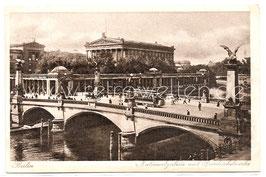 Alte Postkarte BERLIN Nationalgalerie und Friedrichsbrücke um 1910