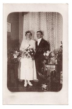 Alte Fotografie Postkarte HOCHZEIT  elegantes Brautpaar im Jahr 1919
