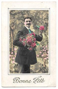 Alte Fotografie Postkarte BONNE FÊTE Mann mit großem Blumenstrauß