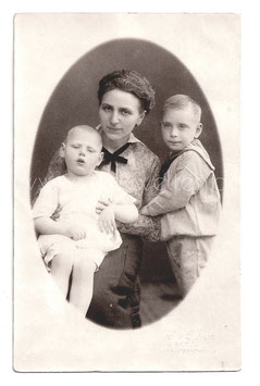 Alte Fotografie Postkarte MUTTER MIT IHREN SÖHNEN, Hamburg um 1915