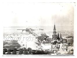 Alte Fotografie USEDOM OSTSEEBAD HERINGSDORF Blick auf die Seebrücke und den Strand, 1920er Jahre