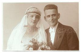 Alte Fotografie Postkarte HOCHZEIT Brautpaar aus Radebeul, 1920er Jahre