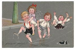 Alte Künstler Postkarte KINDER SPIELEN MIT WASSER, 1906