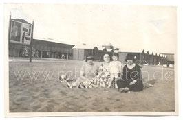 Alte Fotografie ROMA - OSTIA Frauen mit Kind am Strand, 1925