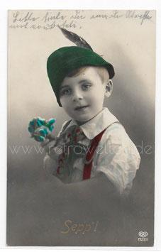 Alte Fotografie Postkarte SEPPL kleiner junge mit Trachtenhut und Lederhose mit einer Rose