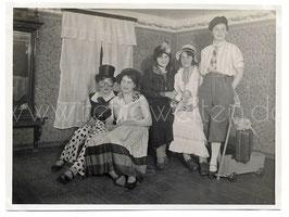 Alte Fotografie FASCHING junge Frau mit Karnevalskostümen, 1930