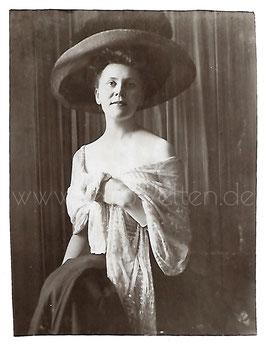 Alte Fotografie ELEGANTE SCHÖNE DAME MIT GROßEM HUT UND STOLA um 1905