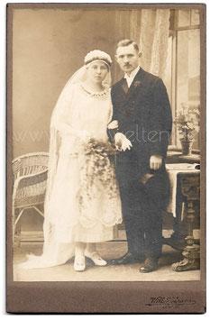 Alte Kabinett Fotografie HOCHZEIT elegantes Brautpaar aus Lehrte, um 1920