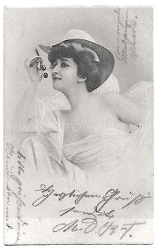 Alte Fotografie Postkarte  SCHÖNEN FRAU MIT KIRSCHEN, 1904