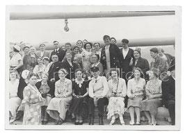 Alte Fotografie Postkarte VIELE PERSONEN AUF EINEM SCHIFF, 1930er Jahre