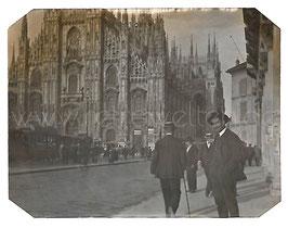 Alte Fotografie MILANO - Piazza Duomo mit Dom und Straßenbahnen, Italien 1909