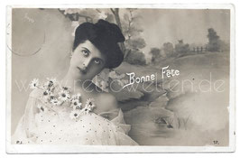Alte Fotografie Postkarte BONNE FÊTE schöne Frau mit Margeriten