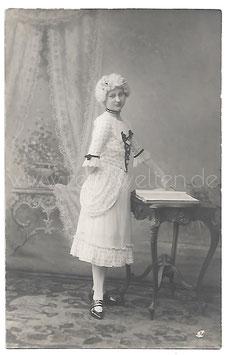Alte Fotografie Postkarte FASCHING junge Frau in historischer Kleidung aus dem 18. Jahrhundert, 1914
