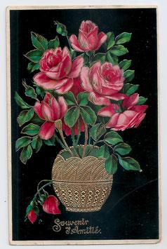 Alte Präge-Postkarte  SOUVENIR D' AMITIÉ  goldene Vase mit rosa Rosen