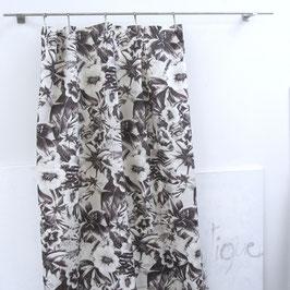 grosses gesäumtes Stück 2,75 x 1,40 M. aus Leinen/grosse Blumen*schwarz-weiss aus DREAM von Chivasso Jab
