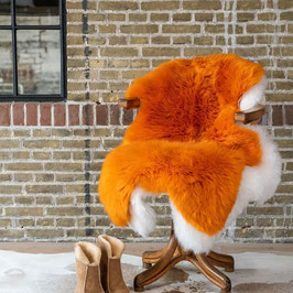 orange gefärbtes Lammfell