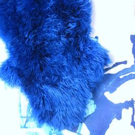 kornblumenblau gefärbtes Lammfell
