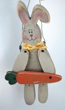 Osterhäsin Josefine aus Holz zum Aufhängen
