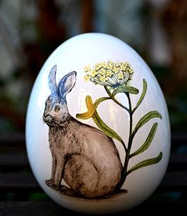 Keramik Osterei zum Hinstellen klein mit Hase und Schafgarbe