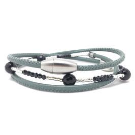 Feines Leder-Wickelarmband mit schwarzen Onyx Edelsteinen