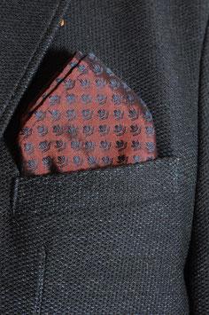 Tuch -bordeaux mit dunkelblauem Muster (tragbar auf beiden Seiten)